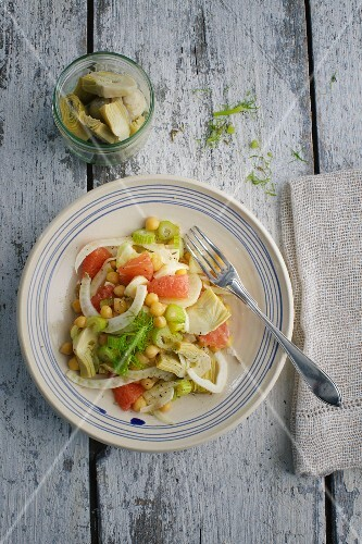 Chickpea salad with grapefruit