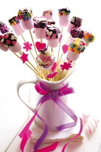 Marshmallow lollies decorated with sugar sprinkles