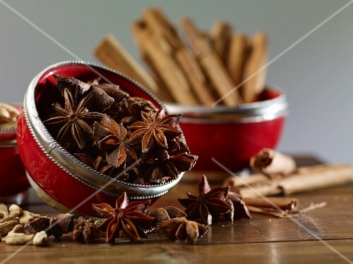 Star anise, cinnamon sticks and cardamom