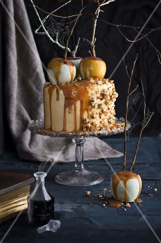 Caramel and apple buttercream cake for Halloween