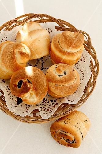 Yeast rolls in a basket