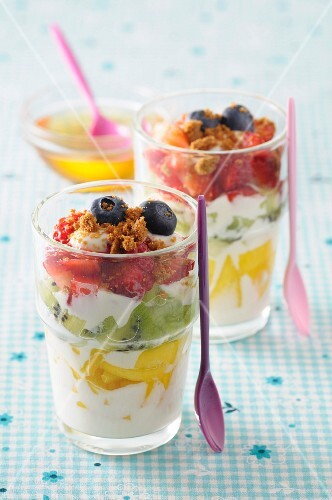 Layered yoghurt desserts with fresh fruit