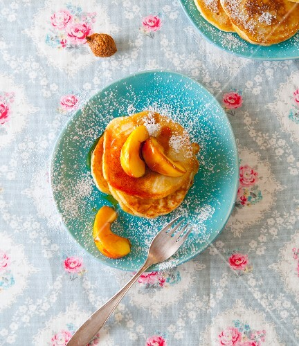 Pancakes with caramelised apples