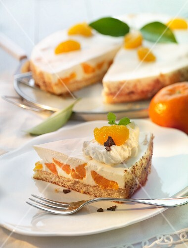 Mandarin tart with a quark and cream topping