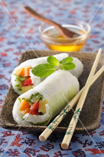 Rice rolls filled with vegetables (Asia)