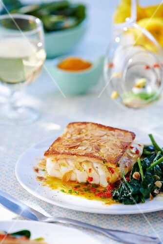 Cod with an almond crust and spinach for Easter