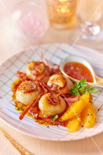 Fried scallops with saffron and chorizo for Christmas