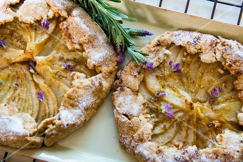 Pear tart with lavender