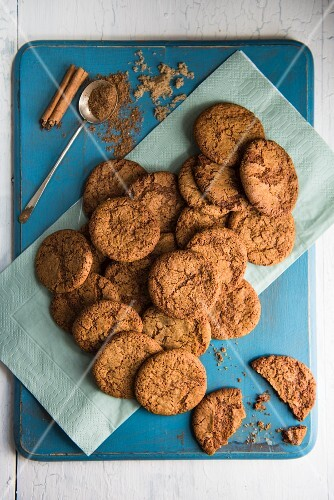 Spiced biscuits with cinnamon and brown sugar