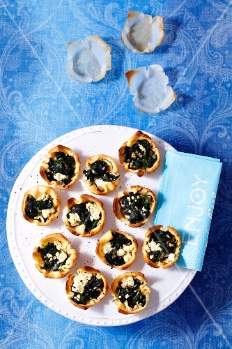 Shortcrust tartlets with spinach and feta cheese