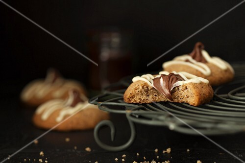 Espresso and hazelnut cookies with nougat cream