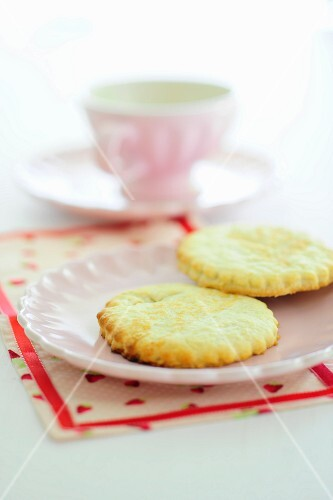 Shortbread on a pink plate