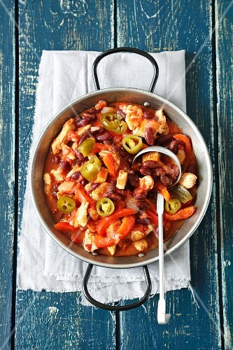 Turkey chilli with kidney beans, tomatoes, jalapeños and red peppers