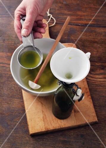 Homemade stinging nettle oil à la Hildegard von Bingen