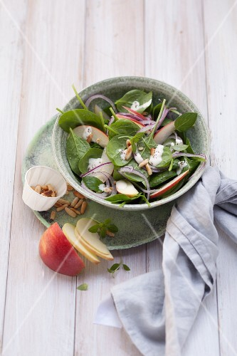 Spinach salad with apples and red onions (post fasting)