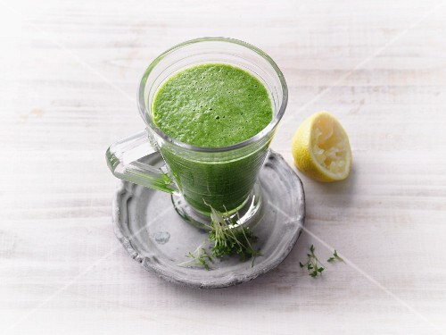 Pear, spinach and cress smoothie