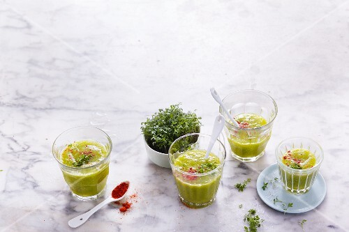Mango and cucumber smoothies with spicy cress