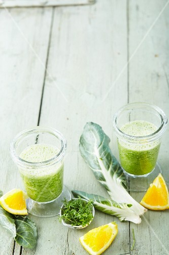 Chard and orange smoothies with green tea and cress