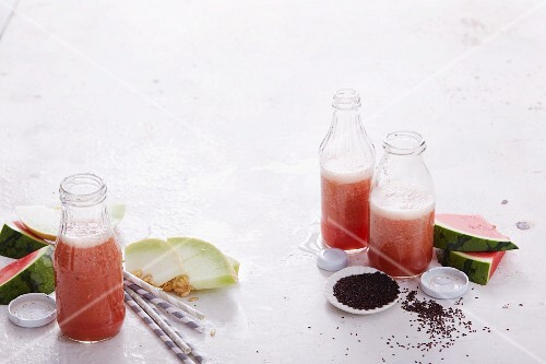Melon smoothies with orange, mint and psyllium