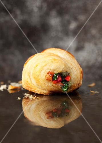 A pastry filled with spinach, pepper and ham