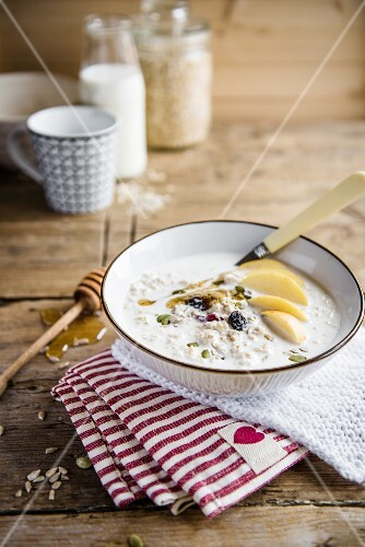 Bircher muesli with honey and apples