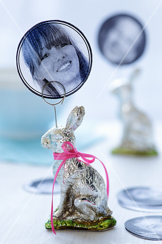 An Easter Bunny with a photo as a name card for an Easter table