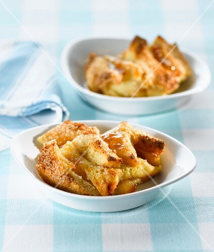 Bread-and-butter pudding in bowls