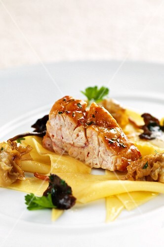 Glazed veal sweetbread on a bed of pasta and sparassis crispa
