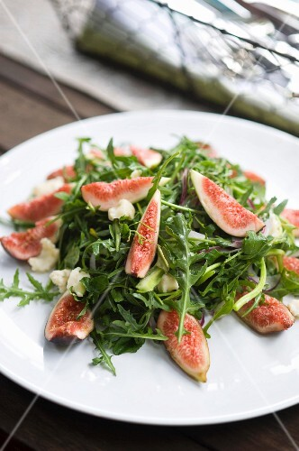 Rocket salad with figs