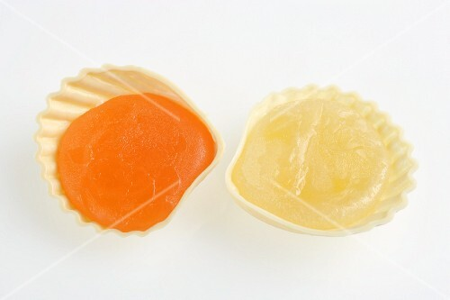 Orange and lemon jelly served in seashells