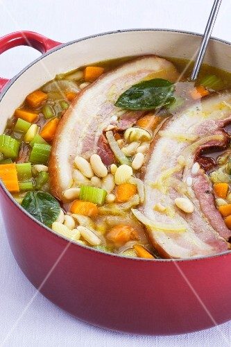 Vegetable stew with bacon