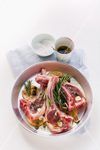 Lamb chops in rosemary and lemon marinade