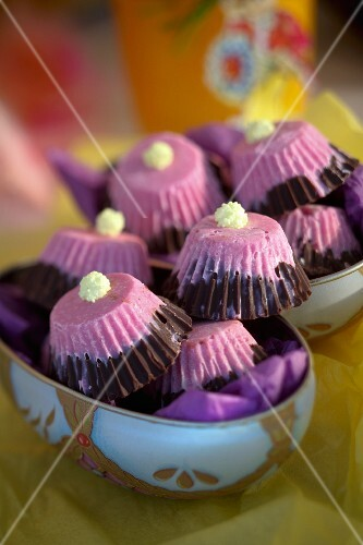 Bi-coloured Easter sweets