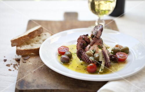 Polipo (whole octopus with olive oil and lemon sauce)