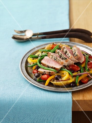 Tuna with capers and vegetables