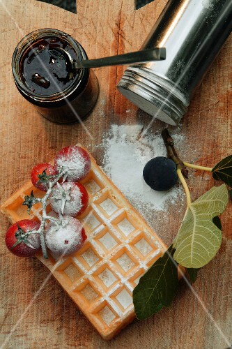 Waffles with tomatoes and fig chutney