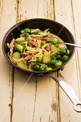 Brussels sprouts with bacon, onions and a creamy sauce