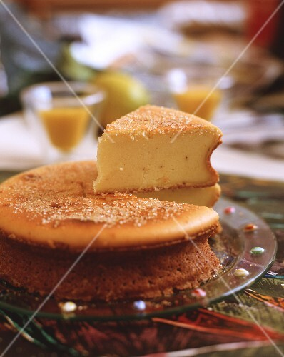 Cheesecake sprinkled with sugar