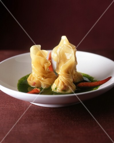 Pastry parcels with lobster on parsley sauce