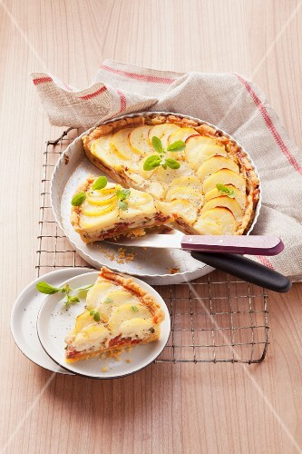 Potato tart with mushrooms and dried tomatoes