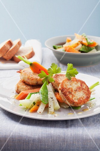 Spicy quark puffers with vegetable salad