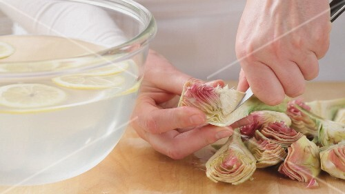 Artichokes being prepared (German Voice Over)