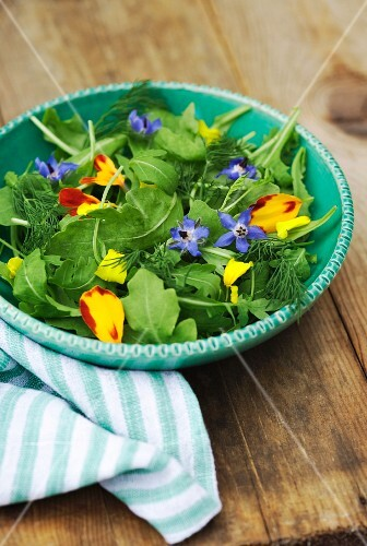 Rocket salad with edible flowers