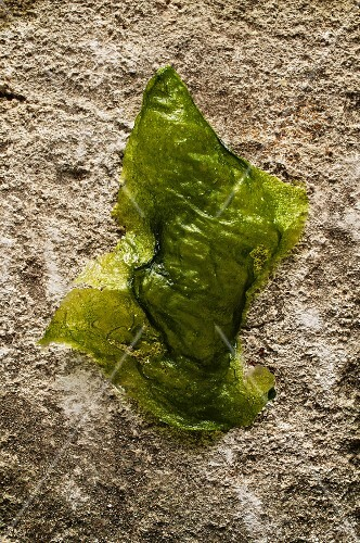 Deep-fried nettle leaf