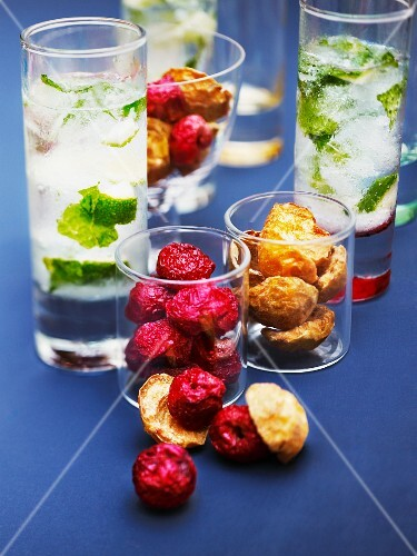Mojitos and dried fruit