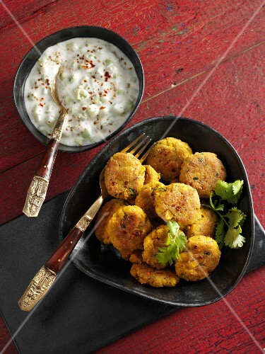 Tofu patties with cucumber raita