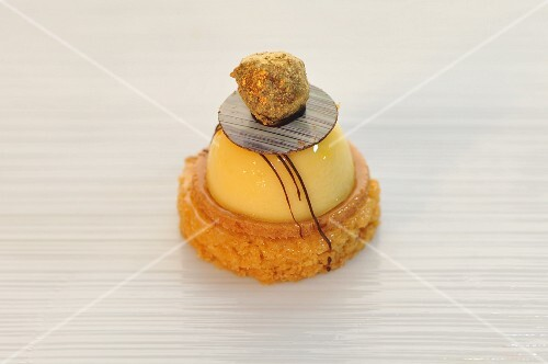 Lemon tart on a sable with a praline