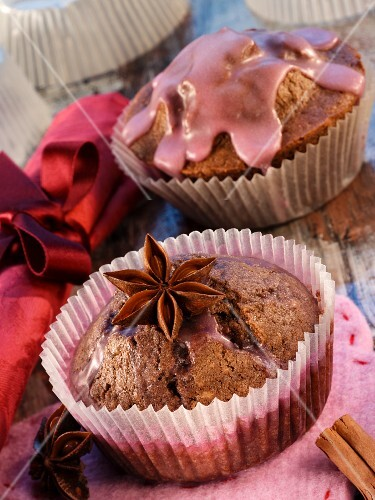 Mulled wine muffins with star anise for Christmas