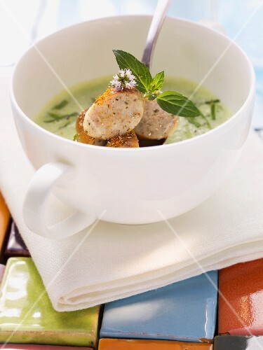 Pea soup with mint and sausages