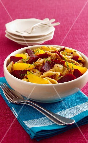Pasta salad with beetroot, orange and walnuts